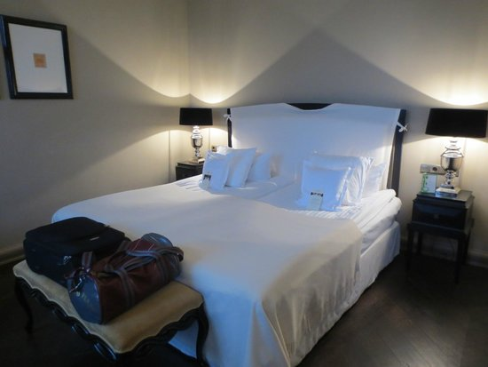 Hotel Telegraaf: Comfy bed in Superior room