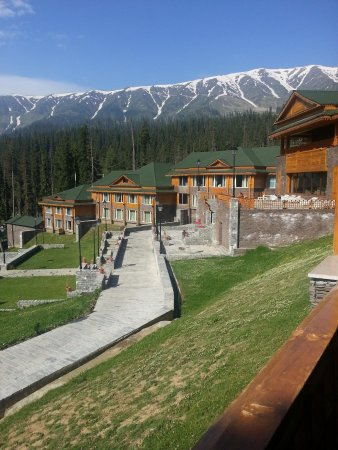 The Khyber Himalayan Resort & Spa: view from Balcony