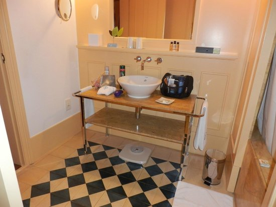 Bairro Alto Hotel: Large bathroom