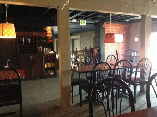 Brick House Grill: Upstairs dining room