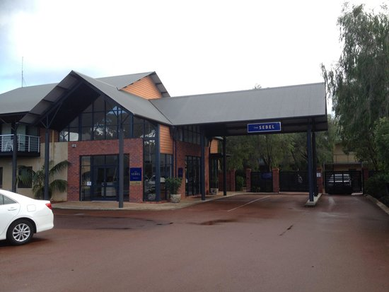 The Sebel Busselton: Main entrance toward hotel lobby