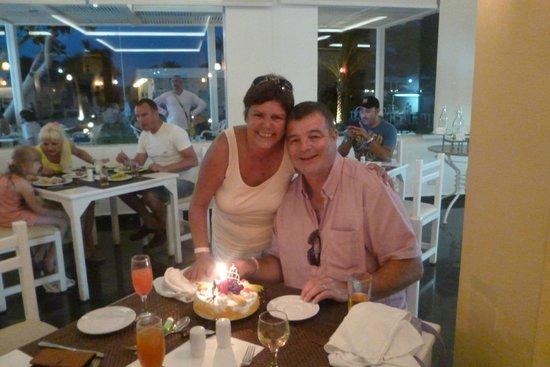 smartline COLOUR BEACH: Birthday / Wedding Anniversary cake presented to us.