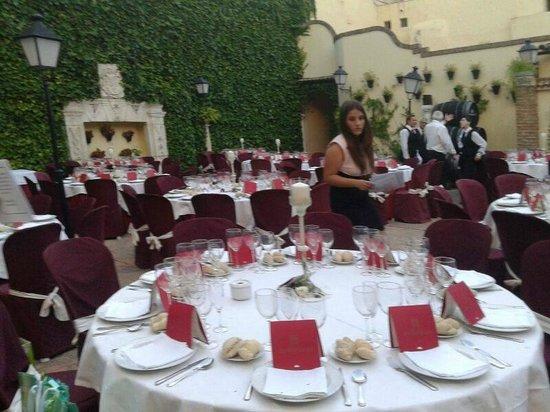 Restaurante Casa Palacio Bandolero: La cena en el patio-jardin
