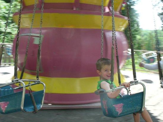 Au Pays Des Merveilles: Swing ride