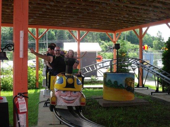 Au Pays Des Merveilles: Mini Roller Coaster