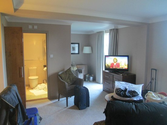Humber Royal Hotel: A sitting area with a view and lovely bathroom