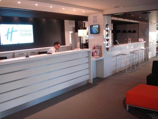 Holiday Inn Express Dijon : Reception area