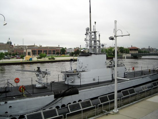 Wisconsin Maritime Museum : view of the submarine from the museum