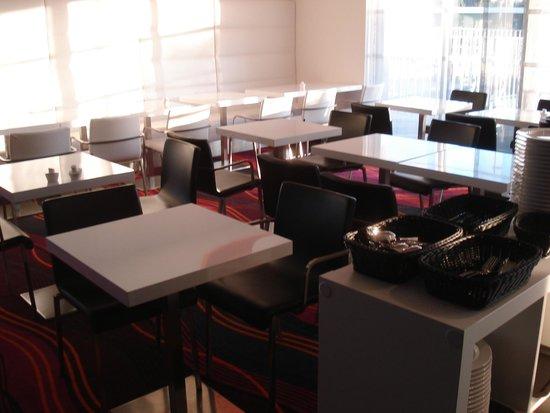 Holiday Inn Express Dijon : Breakfast room