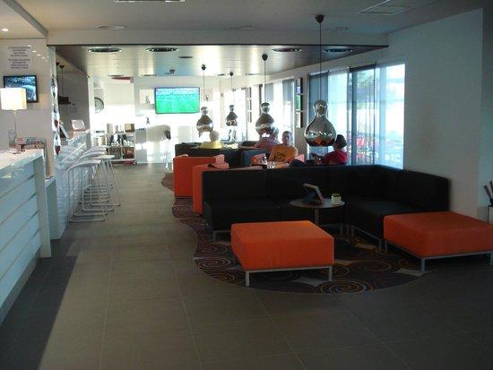 Holiday Inn Express Dijon : Lounge/bar area