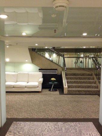 Regal Kowloon Hotel: 最上階へは階段で行きます
