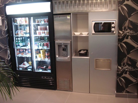 Holiday Inn Express Dijon : Vending machines and microwave
