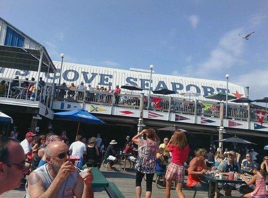 Restaurant At Captain's Cove : Outside