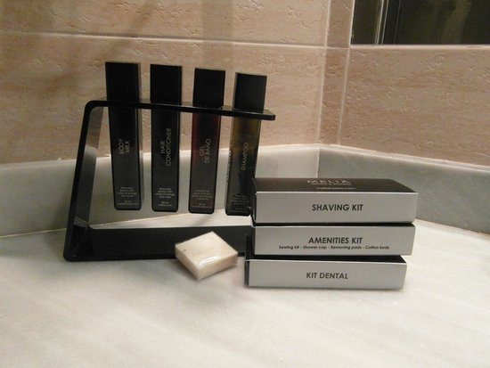 Melia Gorriones Fuerteventura : kosmetyki w łazience