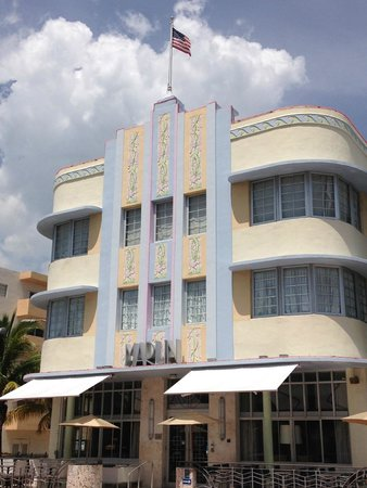 Art Deco Historic District: un esempio di edificio Art deco a SOUTH BEACH