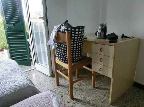 Bellavista: tavolo con unica sedia