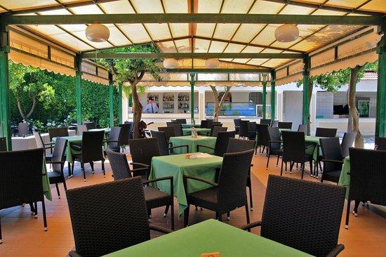 Grand Hotel Parco Del Sole: Snack Bar Piscina