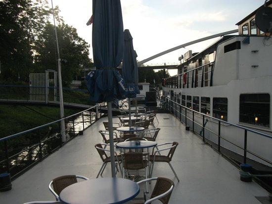 Botel Maastricht: Tables and Chairs on the platform