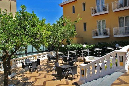 Grand Hotel Parco Del Sole: Vista Camera Piscina