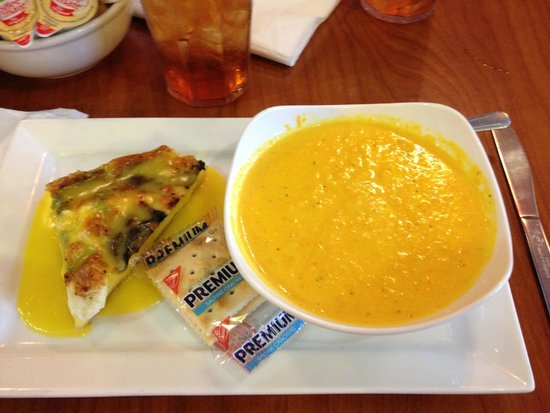 Berry Fresh Cafe : cr of carrot soup and asparagus/goat cheese quiche
