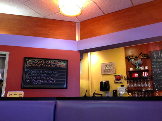 Berry Fresh Cafe: warm decor