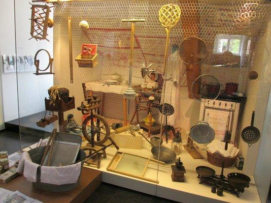 Museum of Women : utensili vari