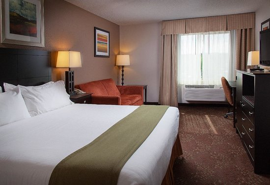Holiday Inn Express Houghton - Keweenaw : Enjoy a restful night in a King Room