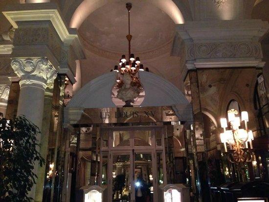 Le Louis XV - Alain Ducasse à l'Hôtel de Paris: L'ingresso