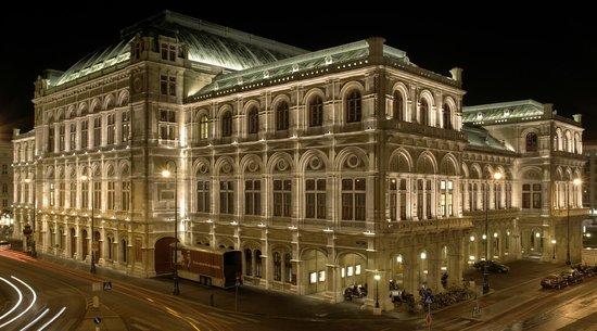 Arthotel ANA Prime: Opera house