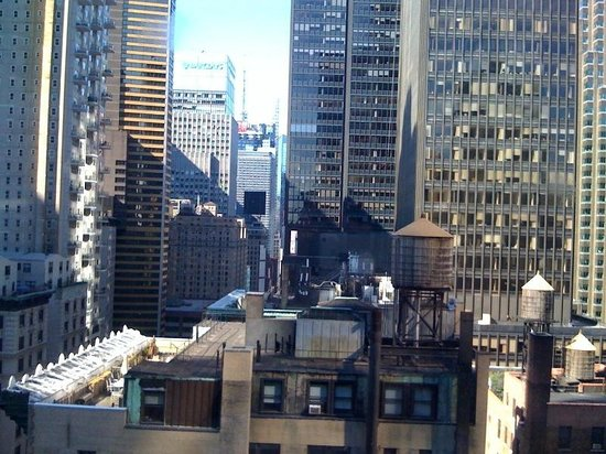 Park Central Hotel New York: The 18th floor view!
