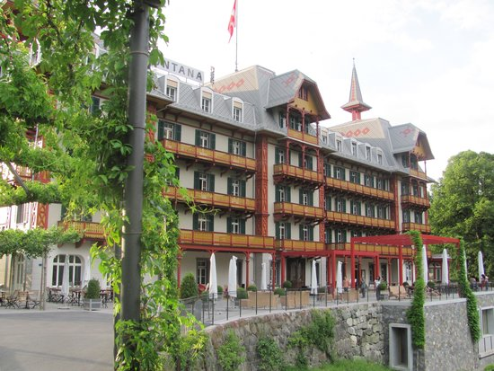Gasthaus und Chalet Paxmontana: The view of the front of the hotel