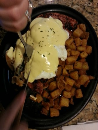 Keltic Kitchen : Wife Trip 3: Eggs Benedict on a 12oz Ham steak w/ Homefries