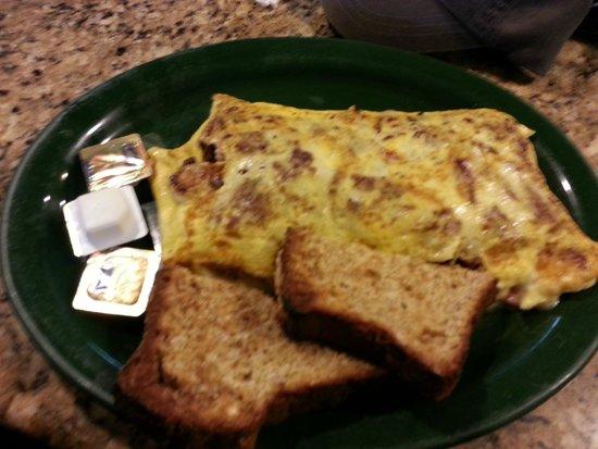 Keltic Kitchen : Me Trip 3: 5 Egg Omlt w/ Smkd Brskt, Ons, Mshrms, Sndrid Toms, and Chdr Chs w/ Hmd Whl Wht Tst
