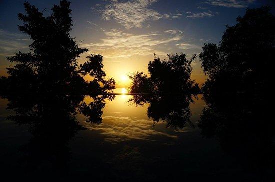 Santhiya Koh Yao Yai Resort & Spa: sunset view from bedroom in Santhiya