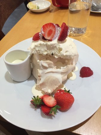 Food at Williams: MASSIVE strawberry meringue that is simply to die for!