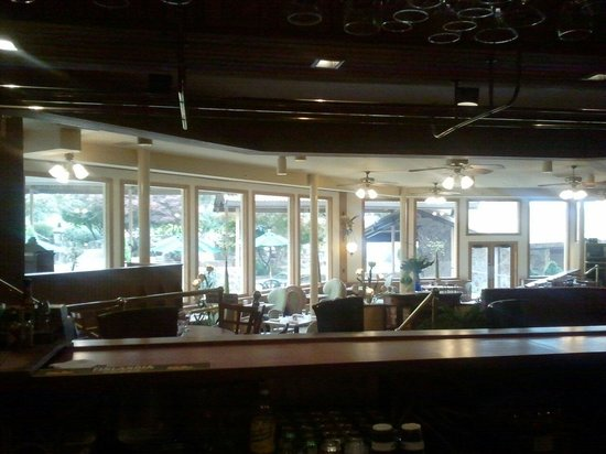 Breezes Restaurant: The view from the bar.