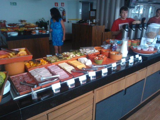 Mercure Santos: Café da manhã no hotel.