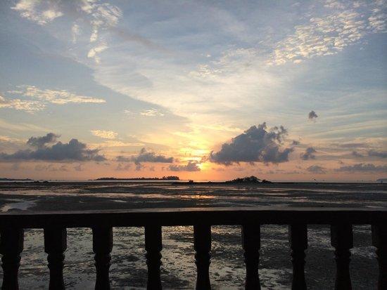 Bintan Spa Villa Beach Resort: Sunrise from the balcony. Low tide