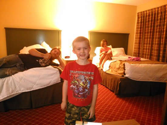 Extended Stay America - Indianapolis - West 86th St.: Great w/Kids -2 Beds and Pull Out Couch