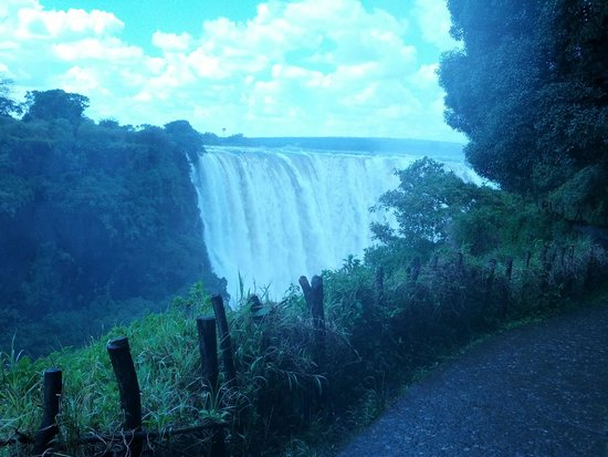 Mosi-oa-Tunya / Victoria Falls National Park : The Falls from the Zimbabwe side