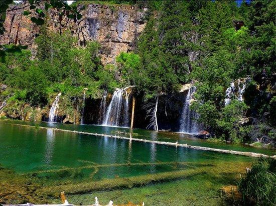 Hanging Lake Trail : Across the lake
