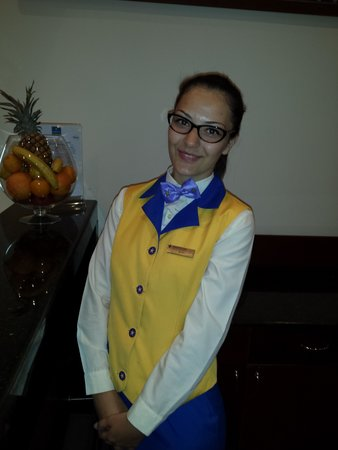 Iberostar Sunny Beach Resort : Waitress in premium restarant