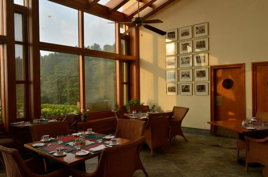 Wildflower Hall, Shimla in the Himalayas: Dining area