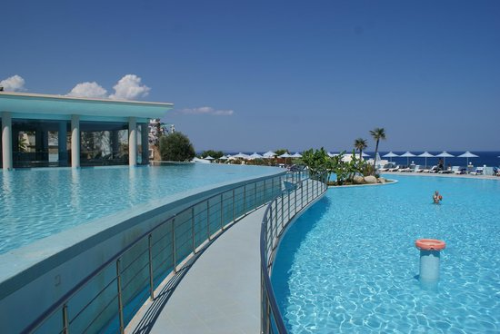 Atrium Prestige Thalasso Spa Resort and Villas: La piscine
