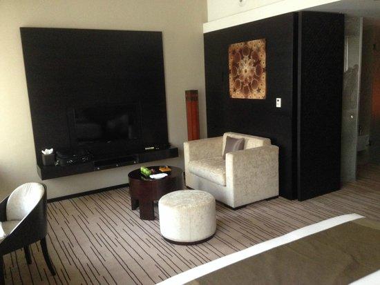 Southern Sun Abu Dhabi: Executive Suite, lounging area