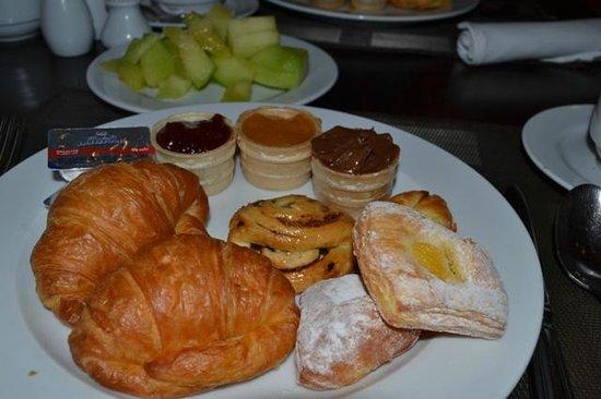 Jaz Bluemarine : Breakfast