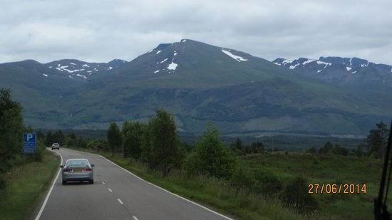 Highland Experience Tours : Road to mountains