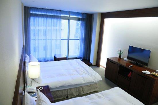 Hotel Del Lago: 風情套房 街景房 二中床