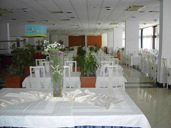 Remisens Hotel Marina : Freundlicher Speisesaal