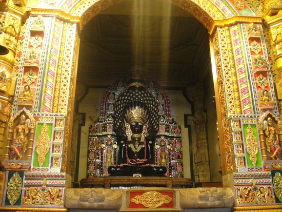 Krishnagiri, India: Main Centre idol of Parshwanath Ji